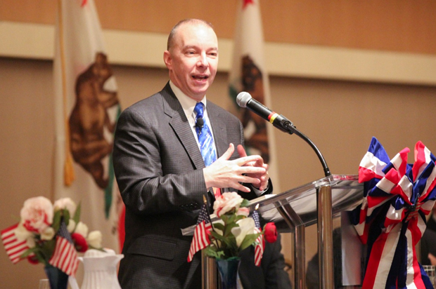 American Airlines Pilot Steve Scheibner speaks at the recent Mayors' Prayer Breakfast.