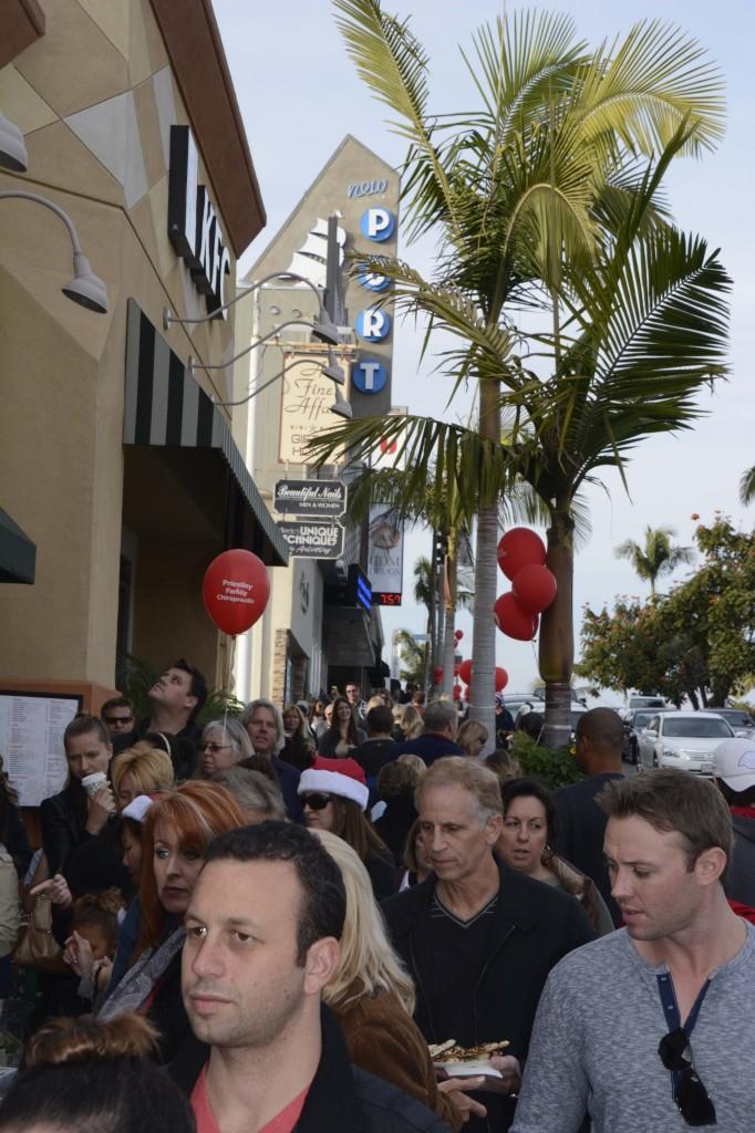 Crowds along PCH