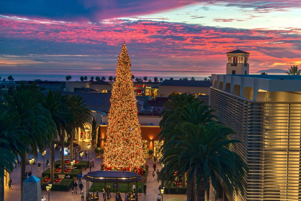 Fashion Island's Christmas tree at sunset. — Photo by Lawrence Sherwin