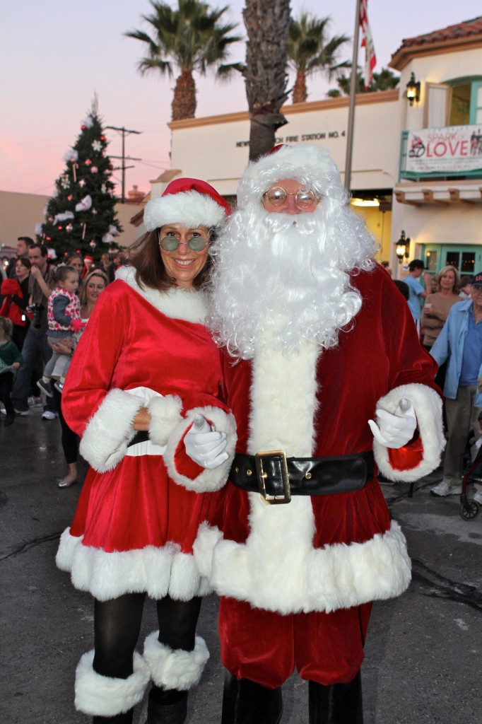 Santa and Mrs. Claus arrive at the Balboa Island Tree Lighting. — Photo by Jim Collins