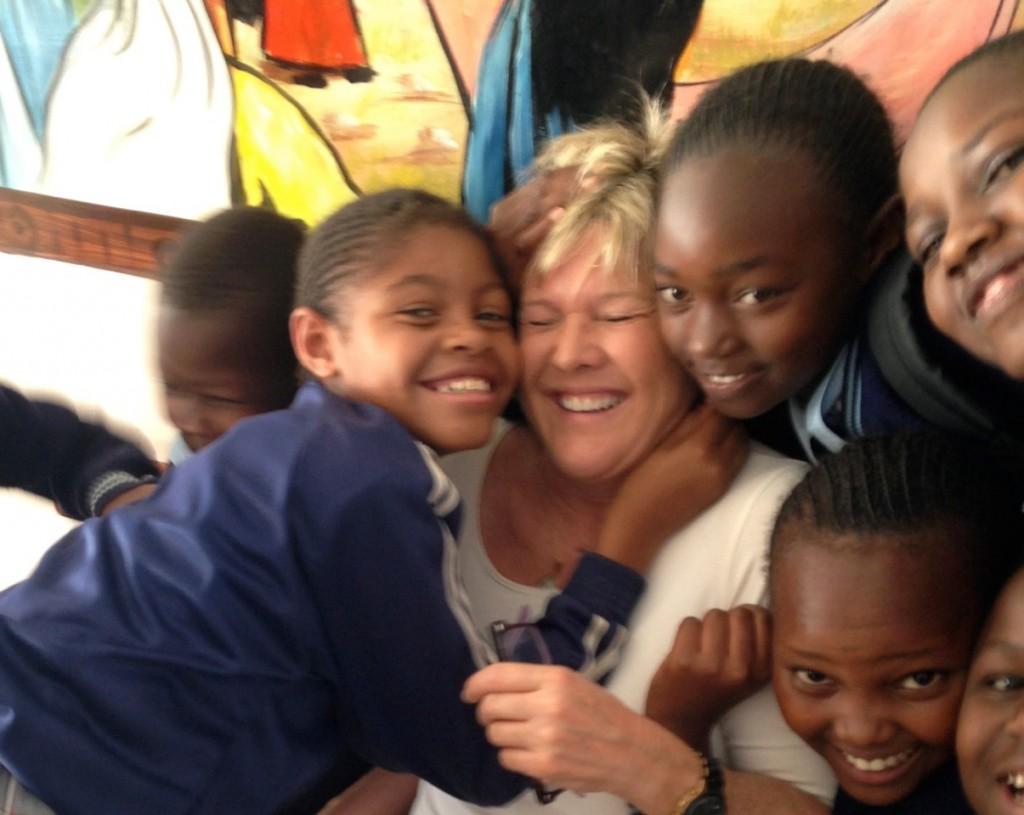 Kenyan kids and Jene Meece.  — Photo courtesy Jene Meece ©