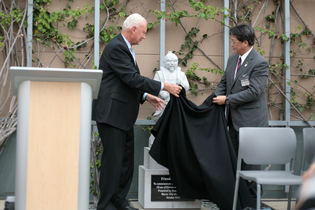 (right to left) NB Mayor Rush Hill and Okazaki, Japan, Mayor Yasuhiro Uchida unveil the statue of Shogun Ieyasu Tokugawa, gifted to the city of Newport Beach in honor of the 30-year sister city relationship between the two towns. — Photo by Sara Hall ©