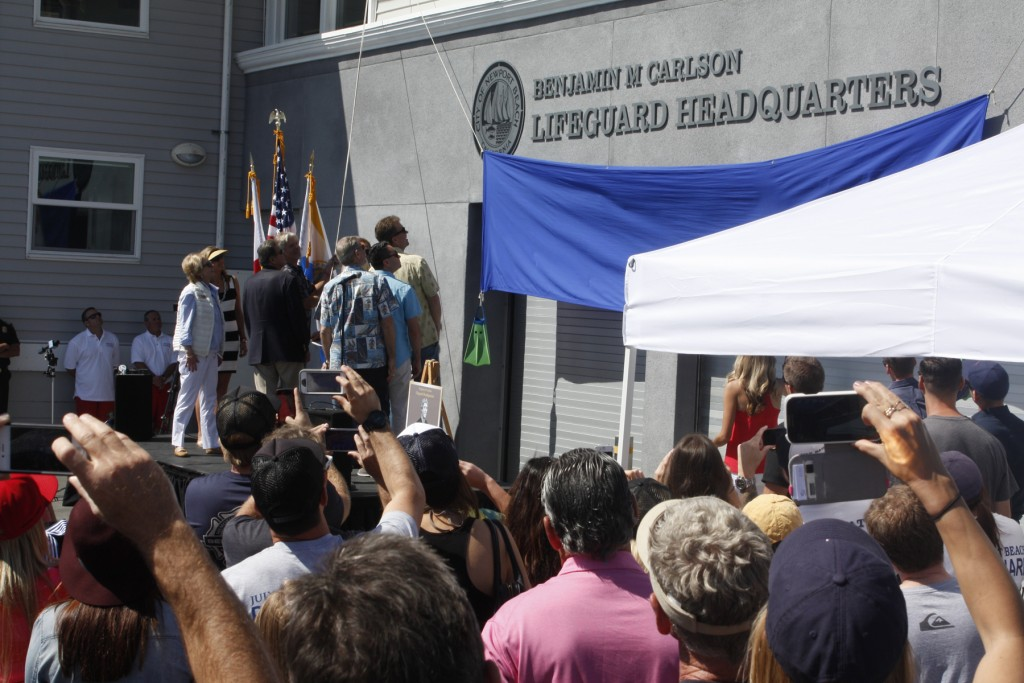 Several hundred people, including Mayor Ed Selich, council members and other VIPs, attend the dedication of the Ben M Carlson Lifeguard Headquarters. — Photo by Chris Trela ©