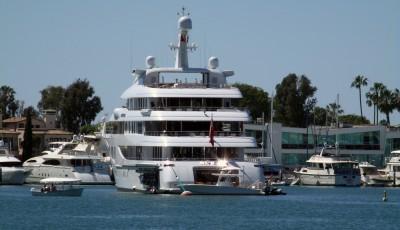 Invictus mega yacht