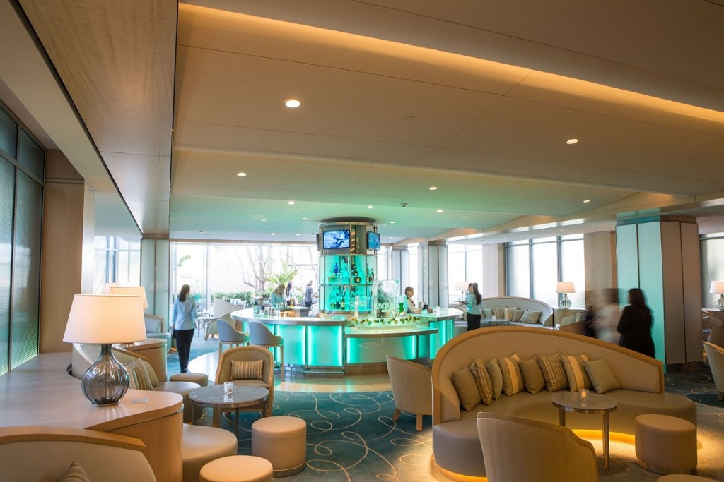 Aqua Lounge at Island Hotel — Photo courtesy Island Hotel ©