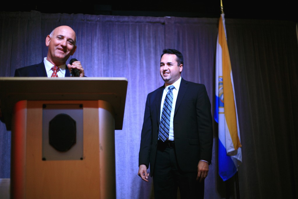 Chamber of Commerce President Steve Rosansky introduces Mayor Pro Tem Kevin Muldoon during the chamber's reception event on Tuesday. — Photo by Sara Hall ©