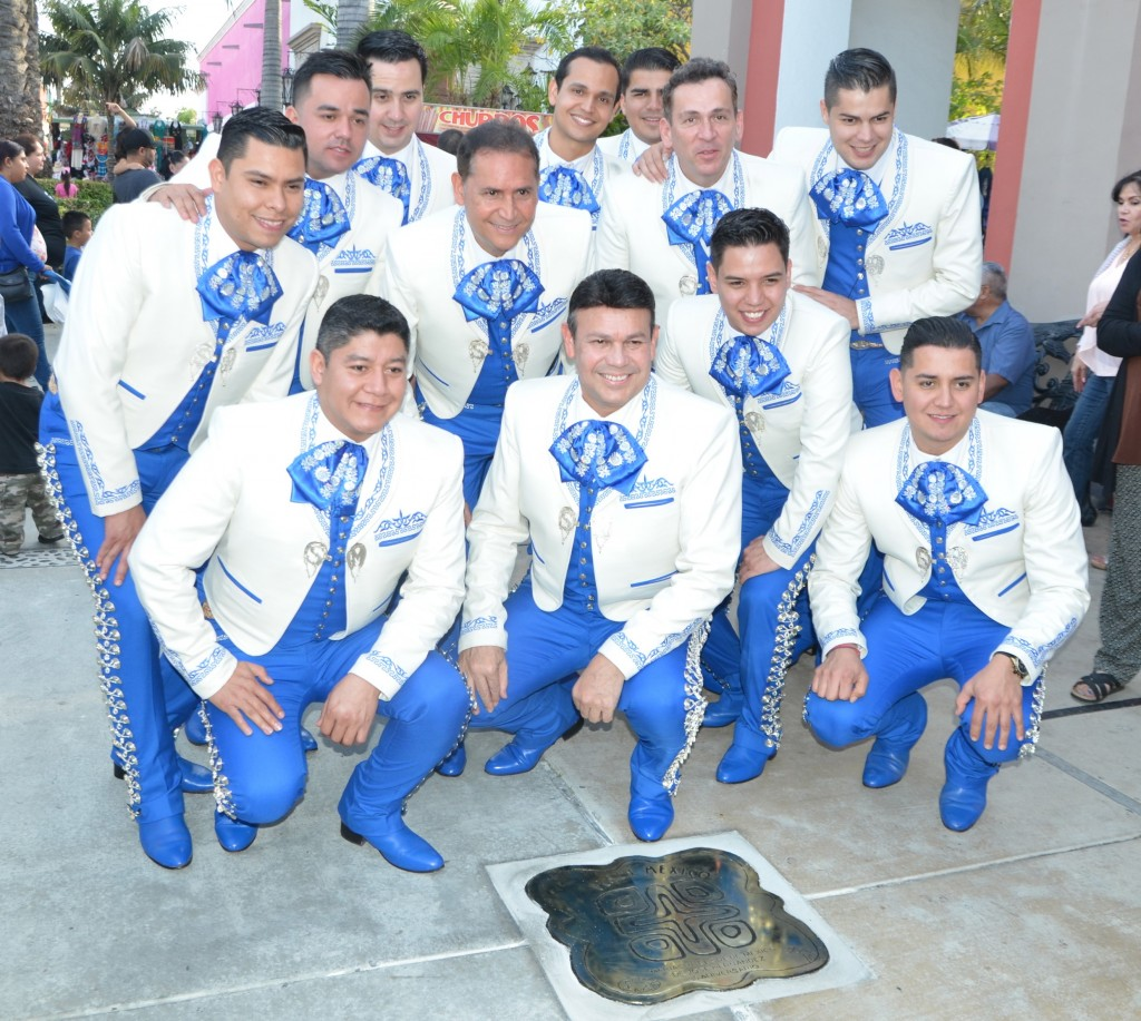 Jose Hernandez and Mariachi Sol de Mexico. — Photo courtesy Jose Hernandez ©