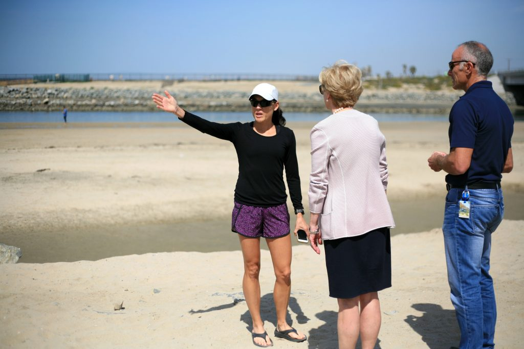 Local resident and dog beach opponent Vivien Hyman speaks Newport Beach Mayor Diane Dixon and NB City Manager Dave Kiff about her concerns regarding the dogs off leash in the area around her home after a press conference on Saturday. — Photo by Sara Hall ©