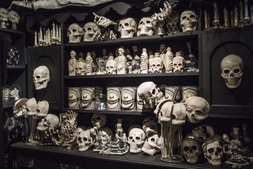 Festive decor for Halloween at Roger's Gardens. — Photo courtesy Roger's Gardens ©