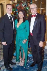 UCI MIND Co-Directors Dr. Joshua Grill and Dean Frank LaFerla with UCI Alumna Honoree, KCAL9 CBS2 News Anchor, Elsa Ramon