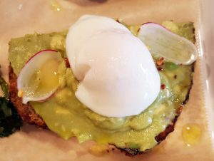Avo toast with egg