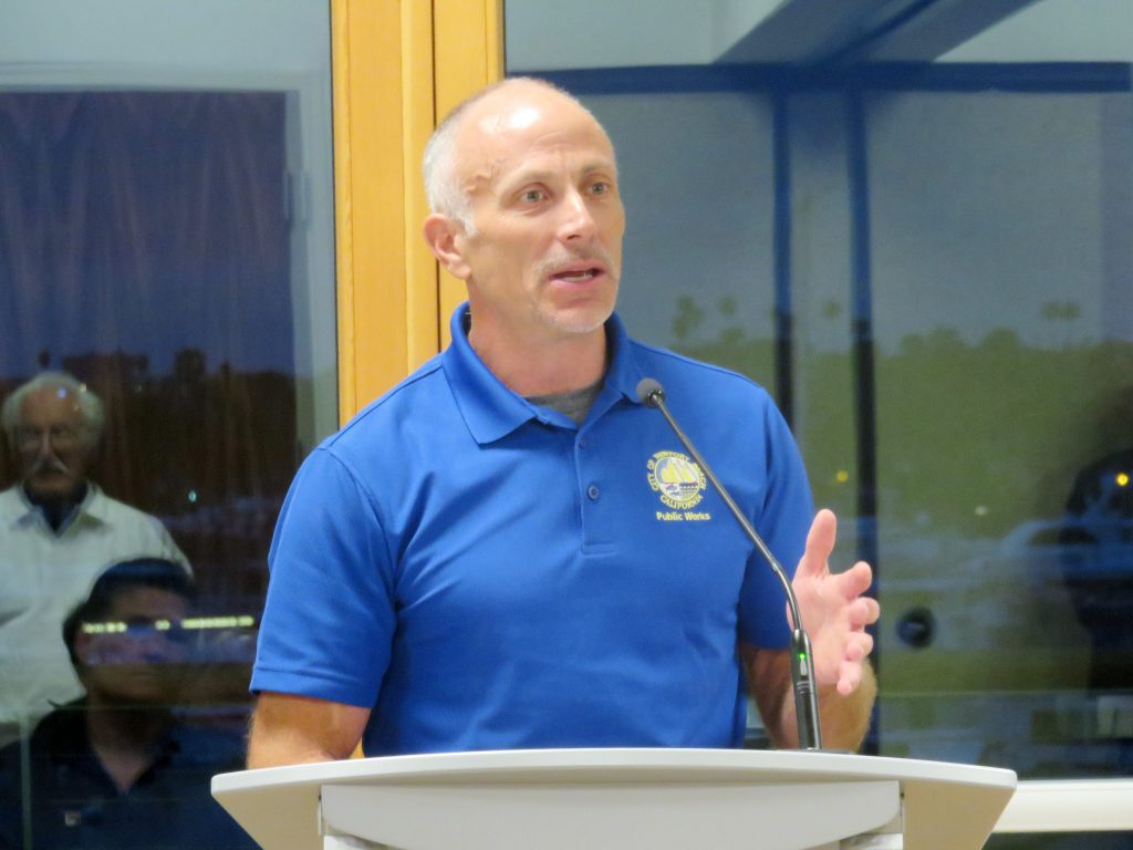 City Manager Dave Kiff talks about parking and a possible residential permit program on Finley Avenue. — Photo by Sara Hall ©