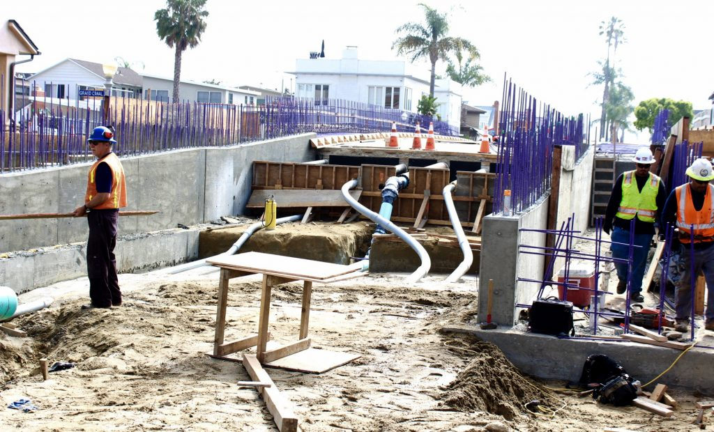 Workers construct the Park Avenue Bridge on Balboa Island, which is almost complete. — Photo by Victoria Kertz ©