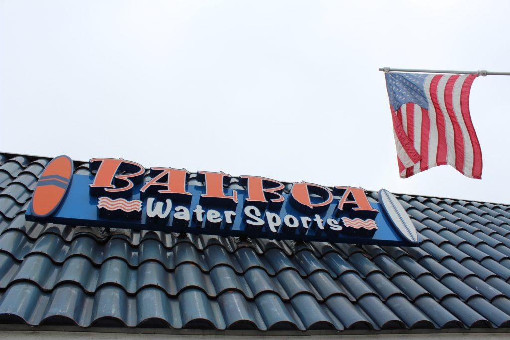 A new roof sign for Balboa Water Sports calls attention to the water sport rental location. — Photo by Victoria Kertz ©