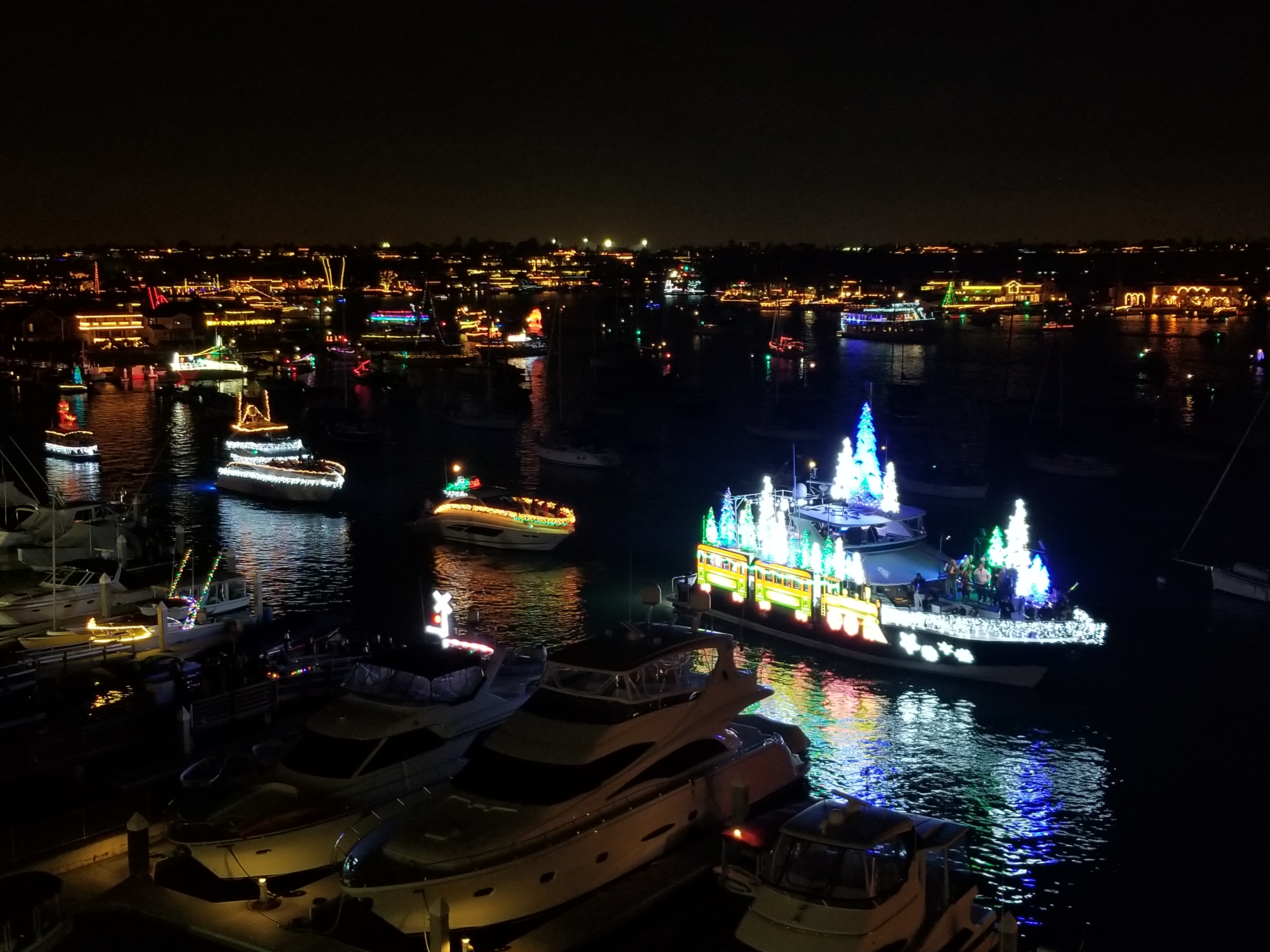christmas boat parade glitters as only newport beach can - Newport Beach Christmas Boat Parade
