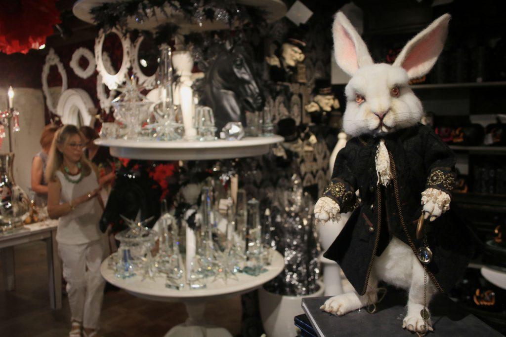 Experience Malice In Wonderland At Roger S Gardens Newport Beach News